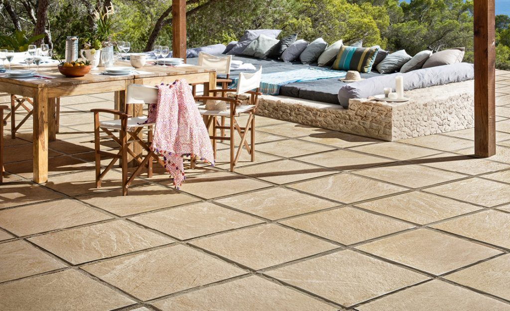 pavimenti e rivestimenti esterni a Bottanuco piscina