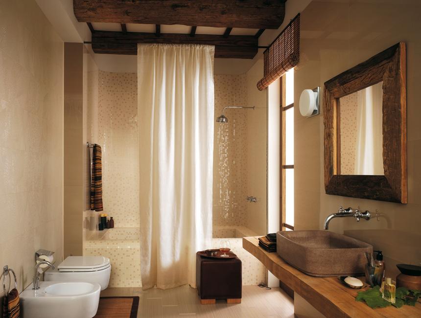 di rivestimenti interni a Bottanuco bagno con doccia